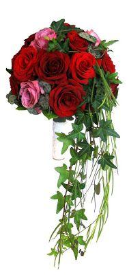 Rund brudbukett med lite häng, röda och rosa rosor http://holmsundsblommor.blogspot.se/2008/08/rund-brudbukett-m-lite-hng.html
