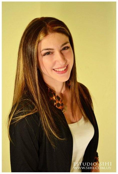 Fiorella Viera | Modelo bilingüe español/inglés | Formación terciaria | Passarella - Fotografía y filmación publicitaria - Eventos - Atención al Cliente.