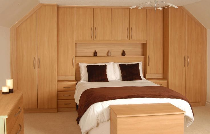 Armadio per mansarda in vero legno. Falegnamerie Design.it
