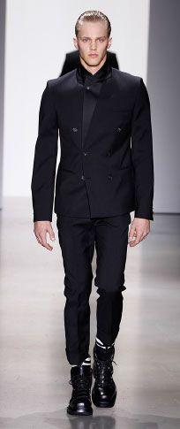 Siyah gümrüklü yün yaka kapalı kruvaze ceket spor beyaz merserize pamuklu t shirt siyah bağlı yün yüksek belli pantolon ince beyaz / siyah rugan / naylon ayak bileği manşet kara kutu buzağı alan önyükleme