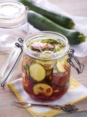 Unser beliebtes Rezept für Eingelegte Zucchini und mehr als 55.000 weitere kostenlose Rezepte auf LECKER.de.