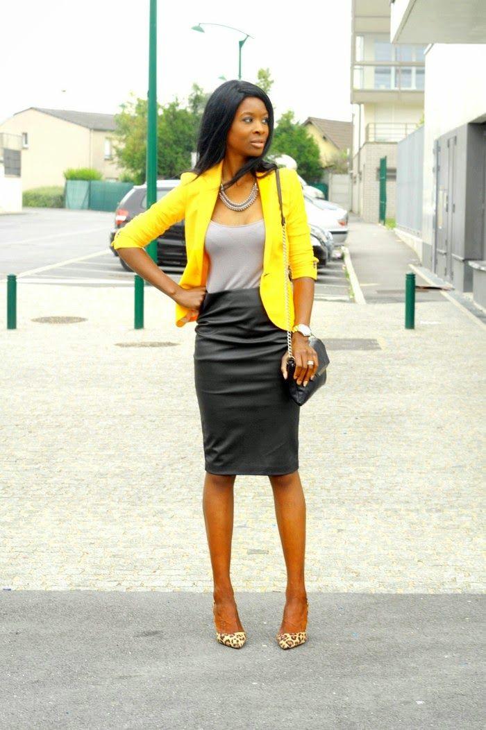 La Yellow Touch Veste jaune & jupe crayon noir.                                                                                                                                                                                 Plus
