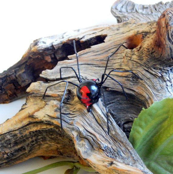 Very Small Hanging Redback Spider Wire Art Ornament Halloween