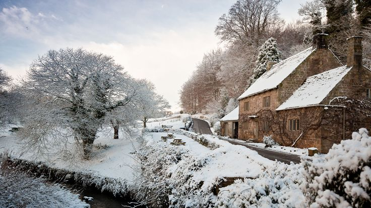 Fountains Cottage in the snow, North Yorkshire © Graham Lloyd