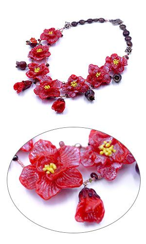 Rich red lampwork glass flowers showcase amazing details in this necklace by Olga Bott. 2011 Bead Dreams contest finalist.  #lampwork #BeadDreams #floral