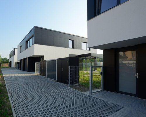 LYSOLAJE - 26 RODINNÝCH DOMŮ realizace 2013-14, práce na projektu do fáze stavebního povolení Skupina RD tvoří svým jednotným výrazem svébyt...