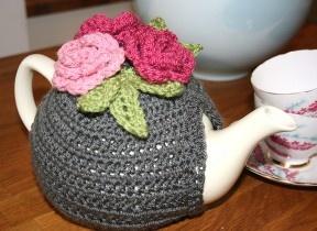Crocheted tea cosy in double crochet.