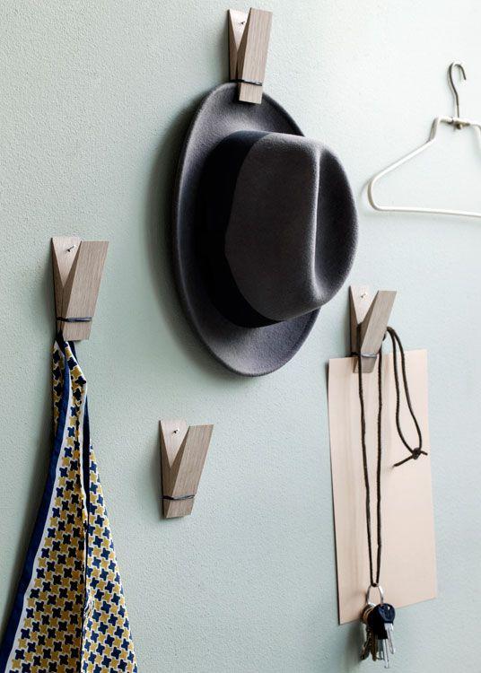 Klammern statt Haken. Coole Garderobe. Dänisches Design von Moebe.