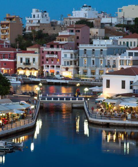 Elunda- Crete Island, Greece // Elunda (em grego: Ελούντα; transl.: Elounda), alternativamente transliterada Elounta ou Elouda, é uma pequena cidade na costa norte da ilha de Creta.