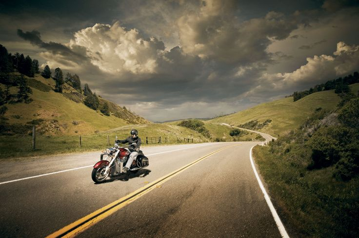 http://www.totalmotorcycle.com/photos/2011models/2011-Victory-CrossRoadsa.jpg