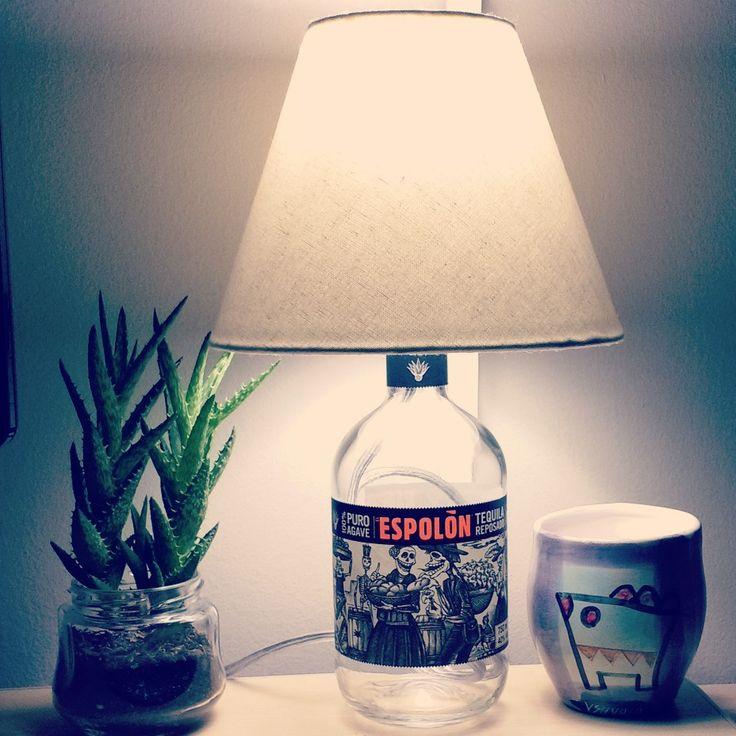 Abajur com garrafa de tequila :)   #diy #abajur #abajour #lamp #luminaria