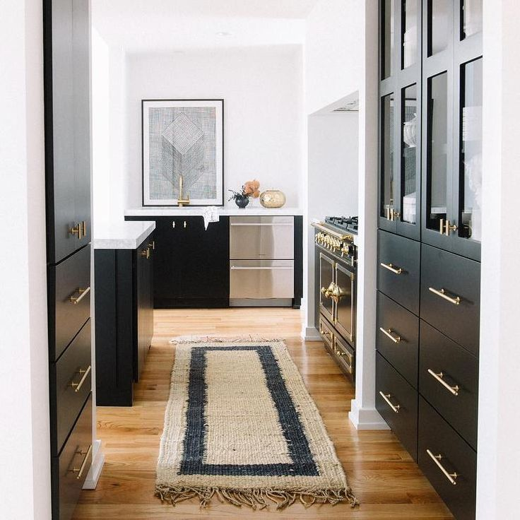 Black And Gold Kitchen: White And Black Kitchen Features An Alcove Filled With A