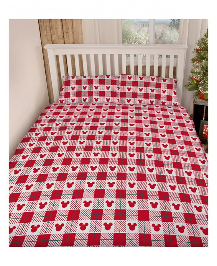 This Mickey and Minnie Mouse Christmas King Size Duvet Cover Set in red and white will add a touch of festive fun to any bedroom this Christmas! Free UK delivery available