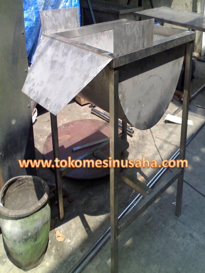Mesin Scalder adlah mesin yang digunkan untuk merebuas daging ayam potong shingga akan memudahkan dalam proses pembersihan bulu ayam. Spesifikasi : Dimensi       : 120 x 82 x 80 cm Bahan           : Stainless steel Pembakaran  : Kompor gas tipe 58 Transmisi     : Gear dan rantai