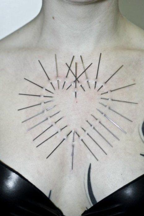 Body modification, heart, needles