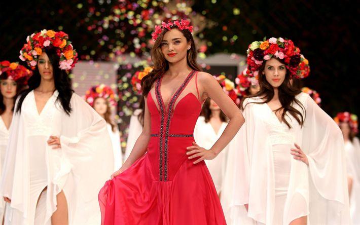 Télécharger fonds d'écran 4k, Miranda Kerr, 2017, Victorias Secret, robe rouge, mannequins, brunette, beauté