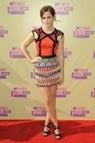 Emma Watson con un colorido vestido de Peter Pilotto (colección 'Resort' 2013) y zapatos de Tom Ford.