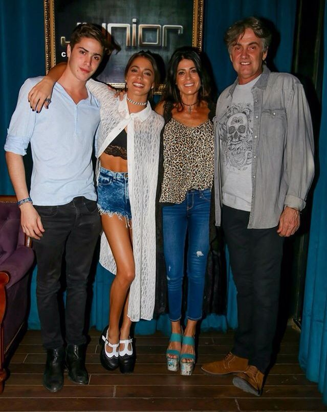 Martina Stoessel Familie