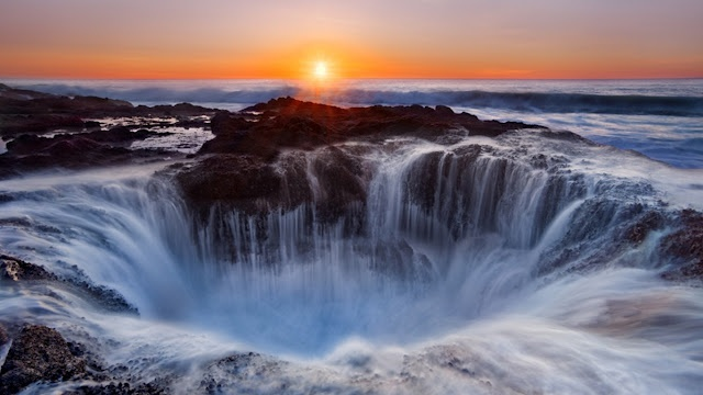 Thor's Well - Oregon USA