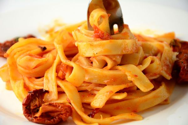 Restaurant-Inspired Recipe: Cheesecake Factory-Style Sun-Dried Tomato Fettuccine - 12 Tomatoes