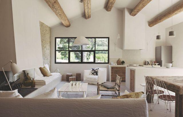 Volume unique pour cette grange réhabilitée en Provence. Plus de photos sur Côté Maison http://petitlien.fr/masprovence