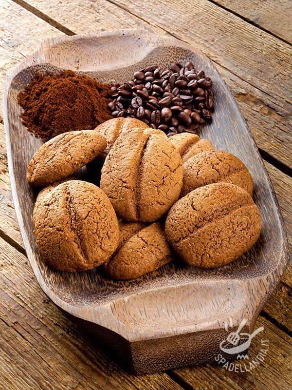 Biscuits with cocoa and coffee - Meravigliosi, anche da vedere, questi Biscotti al cacao e caffè che vi terranno ben svegli quando si tratterà di mangiarne uno dopo l'altro!