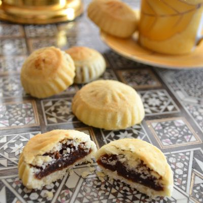 Semolina Ma'amoul : stuffed cookies with dates and nuts | Chef in disguise