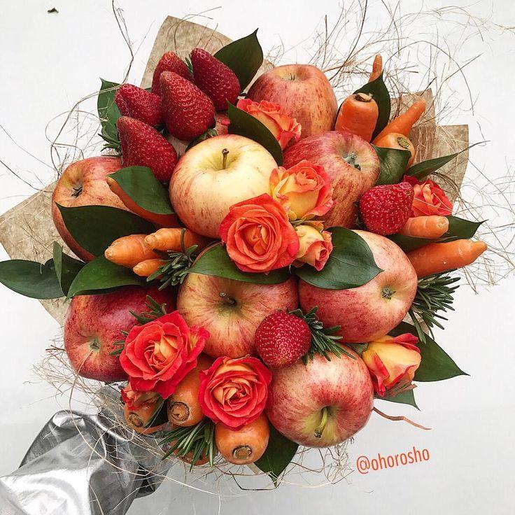 А на завтрак у нас морковно-яблочный фреш с дополнительной порцией цветов и клубничек ♀️  (Шутка)  Оладьи из овсянки с яйцом на сухой сковородке у нас ♀️#попауходи   А вы чем встречаете утро субботы?