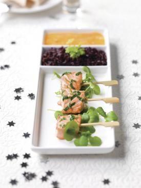 Gemarineerde zalmspiesjes met zwarte rijst & mangosaus   Spar