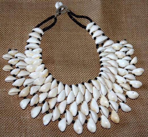 Cauri 40x8cm estos collares est n hechos a mano en mal - Como hacer puff artesanales ...