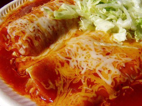 Enchiladas de chile guajillo con queso cottage
