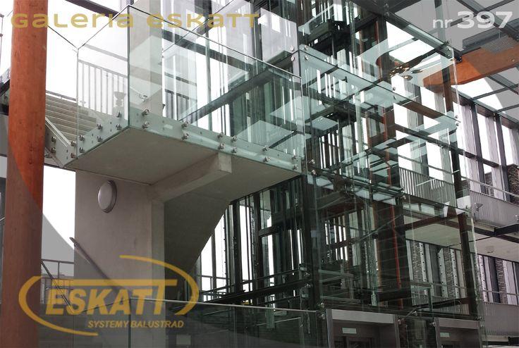 Escalator with glass balustrade on clamps #balustrade #eskatt #construction #elevator #escalator