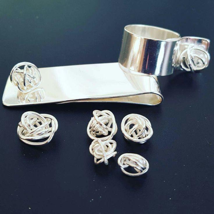 Stolt och nöjd med dagens produktion. Multismycke, ring  och fem små trasselsuddar att arbeta vidare med. #enstarksilver #silversmide