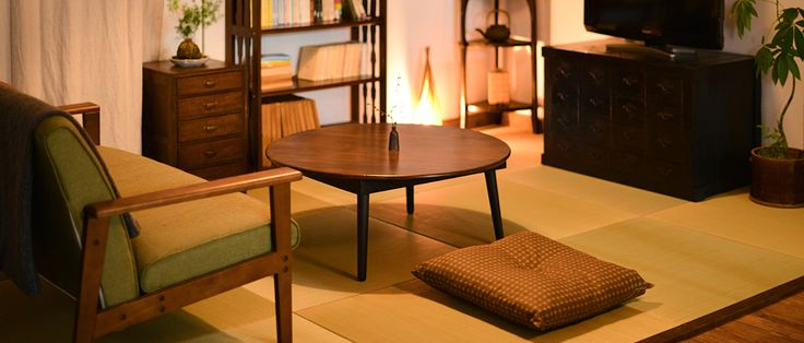 ちゃぶ台など小さめの家具を使ったレトロな部屋の作り方をご紹介。小さめ家具は簡単に取り入れられるので、気軽に大正ロマン・昭和レトロな雰囲気を楽しめます。