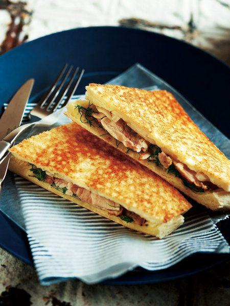 Recipe : 鶏肉のローストとハーブのホットサンド #レシピ #サンドイッチ