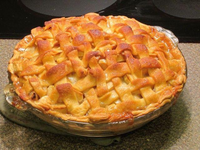 Azért hívják varázslatos tésztájúnak ezt a pitét, mert szinte magától elkészíti magát, nem kell vele sokat vesződni :-) Imádom :-) avagy Varázslatos tésztájú almás pite. Egyszerűen szuper ez a recept :-)   Mindenegyben Blog