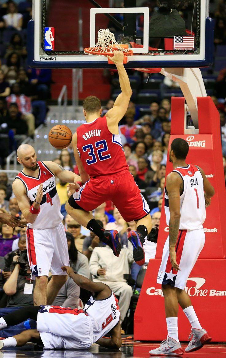 WASHINGTON, DC - DECEMBER 14: Blake Griffin #32 of the Los Angeles Clippers dunks over Marcin Gortat #4, Martell Webster #9 and Trevor Ariza #1 of the Washington Wizards during the first half at Verizon Center on December 14, 2013 in Washington, DC. (Photo by Rob Carr/Getty Images)