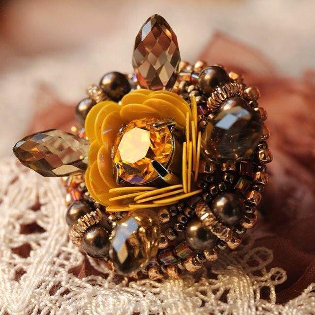 #мк #авторскаяручнаяработа #стильныеАксессуары #beadembroidery #jewelry…
