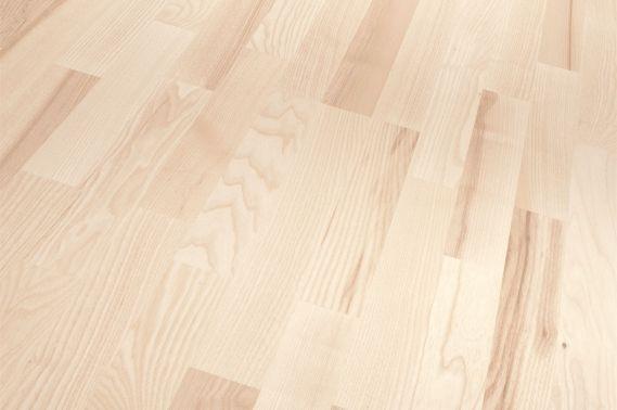Parchet frasin alb triplu stratificat Parador Germania  Parchet  frasin alb mat clasictriplustratificat dcu fibre si coloristica variata de la alb-galbui pana la brun-cenusiu, noduri mici si  dispersate.  Suprafata acestui model de parchet este lacuit cu lac alb mat ecologic de cea mai inalta calitate. Parchetul de frasin are un lemn cu alburn lat, alb-galbui si cu duramen brun-deschis pana la brun-cenusiu sau brun-roscat.