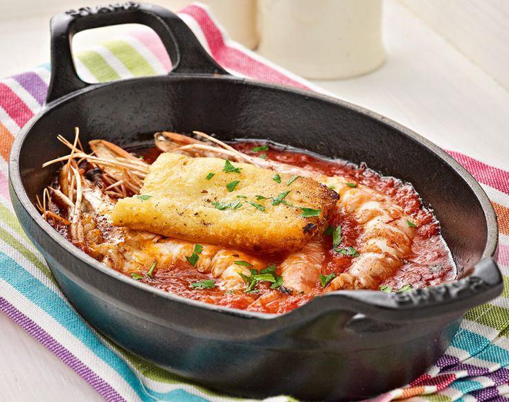 Το σαγανάκι θαλασσινών είναι από τους πιο ταιριαστούς μεζέδες με ούζο ή τσίπουρο. Εδώ το φτιάχνουμε με γαρίδες που ψήνουμε στο φούρνο με μια ωραία σάλτσα ντομάτας και στο τέλος προσθέτουμε καυτό τηγανητό κεφαλοτύρι. #σαγανάκι #γαρίδες