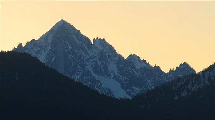 Unusual view of mont blanc from combloux france early for Carrelage mont blanc sallanches