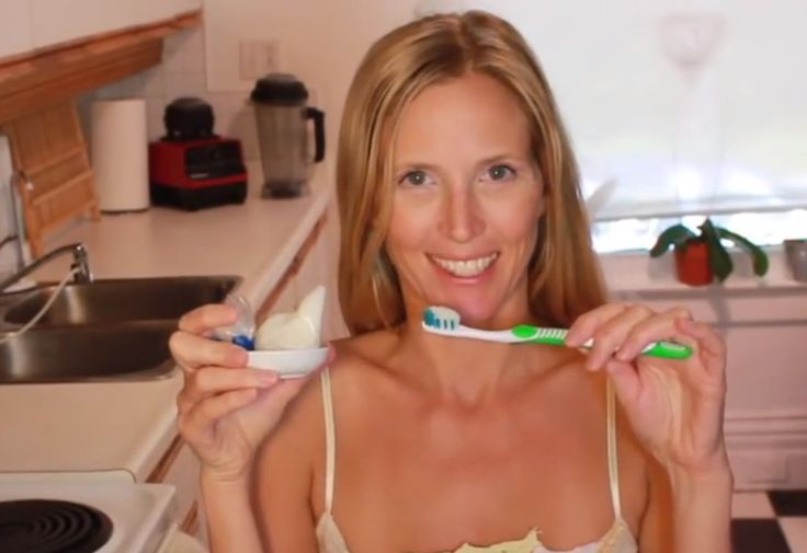 Du nimmst etwas Natron und Öl und mischt es. Danach macht der Zahnarzt richtig große Augen.