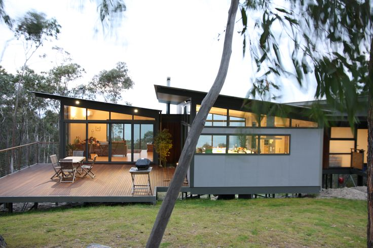 MAKO Modular Homes. JAWS Architects' Mako Modular system was the perfect fit for the owners of this Bonnet Hill home. The modular design was chosen for its' environmental advantages and also ensured that their bush block and stunning uninterrupted water views were capitalised upon.