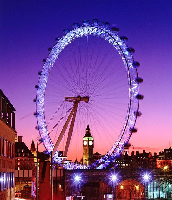 The London Eye overlooks central London and is the perfect way to sightsee from your seat. Each of the 32 capsules rotates once every 30 minutes, making this attraction relaxing and awe-inspiring.