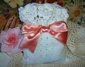 Sacchetto porta dolcetti all'uncinetto con le rose d'Irlanda : Scatole, cofanetti di i-pizzi-di-anto