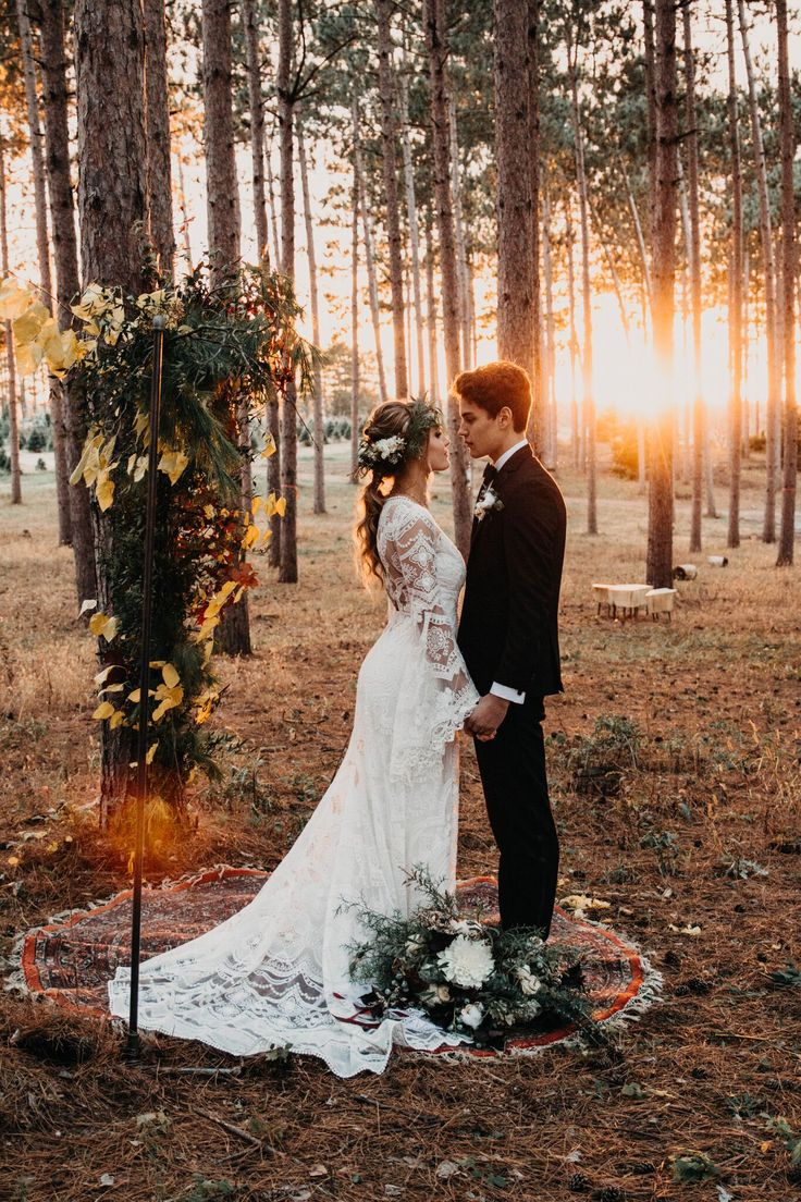 Woodsy Forest Foliage Wedding Altar + Ceremony | PNW Wedding | Pacific Northwest Wedding | Forest Wedding | Outdoor Weddings | Vintage Wedding | Bohemian Wedding | Bohemian Wedding Altars | Boho Bride | Electric Elegance Florals | On Solid Ground Vintage Rentals | Nicole Castonguay Photography