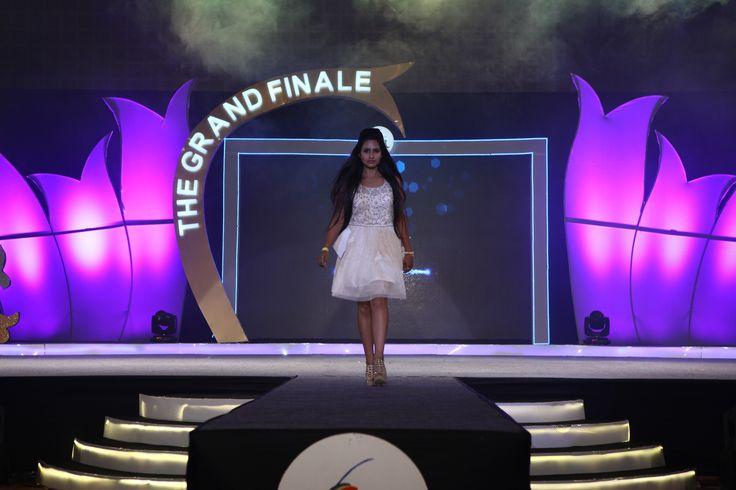 Viva Nova (Personality Contest) contestant walking on the ramp!