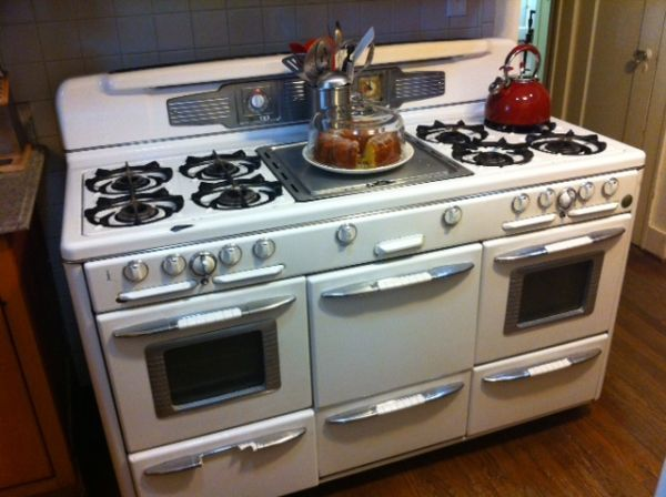"""60"""" Roper Vintage stove...love. In my dreams, I have this stove but in a fun color :)"""
