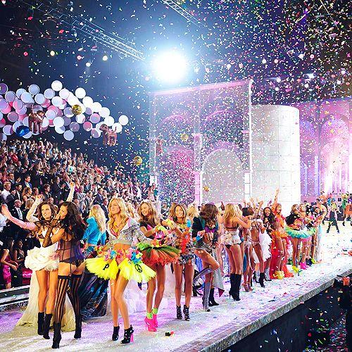 FAVORITE PART OF NOVEMBER!! Vic Sec Fashion Show <3