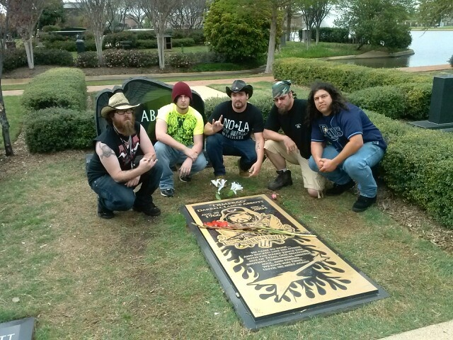 Foreshadow visits the grave of Dimebag Darrell